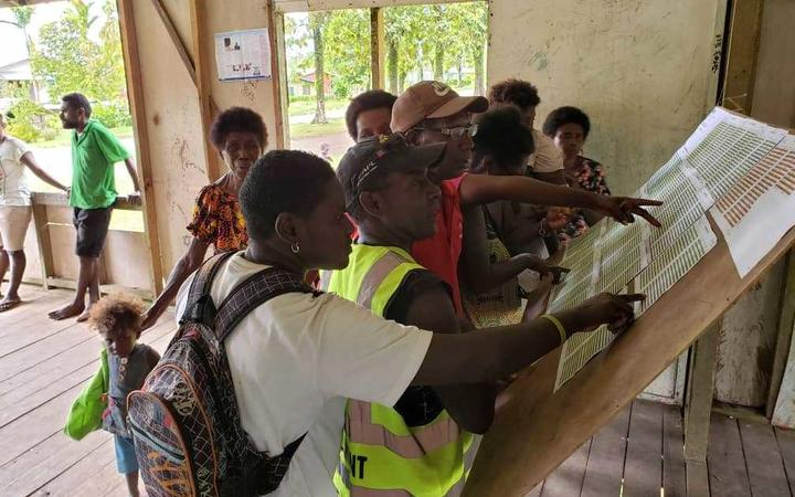 Bougainvilleans check the voter roll ahead of their region's independence referendum