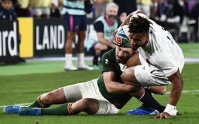 South Africa's full back Willie Le Roux (L) tackles England's wing Anthony Watson.