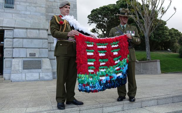 Chief of Defence Force Lieutenant General Tim Keating (left) and Warrant Officer First Class Robert Jobe (right) with the kahu huruhuru Nga Tapuwae at the National War Memorial, Wellington.