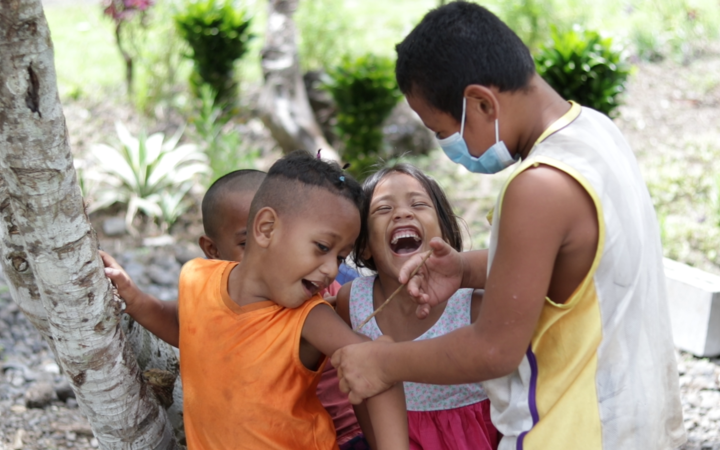 Meanwhile the village kids are getting the message about vaccination. Face masks are a common sight in Samoa.