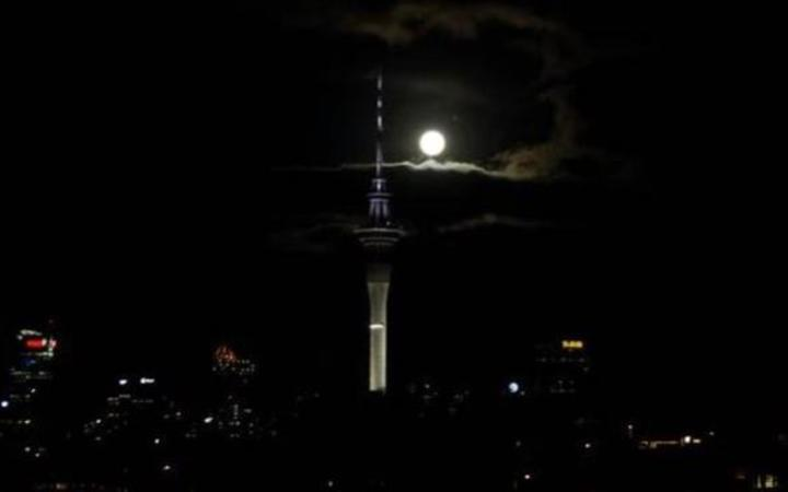 'Big flaming ball' thought to be a meteorite sighted over Auckland.