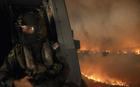 A Defence Force helicopter crew monitors  the Tianjara fire in the Moreton and Jerrawangala National Park in Moreton, 21 December 2019