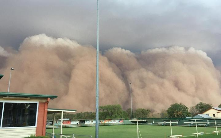 Giant dust storm, hailstones hit two fire-ravaged states ...
