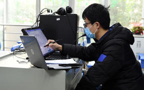 Physics teacher Li Wenzhi gives an online tuition to students at Hefei No. Eight Senior High School in Hefei, east China's Anhui Province, Feb. 3, 2020.