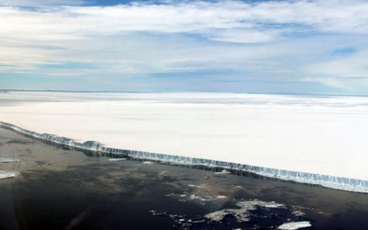World's biggest iceberg makes a run for it