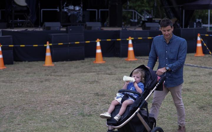 Clarke Gayford looking after baby Neve.