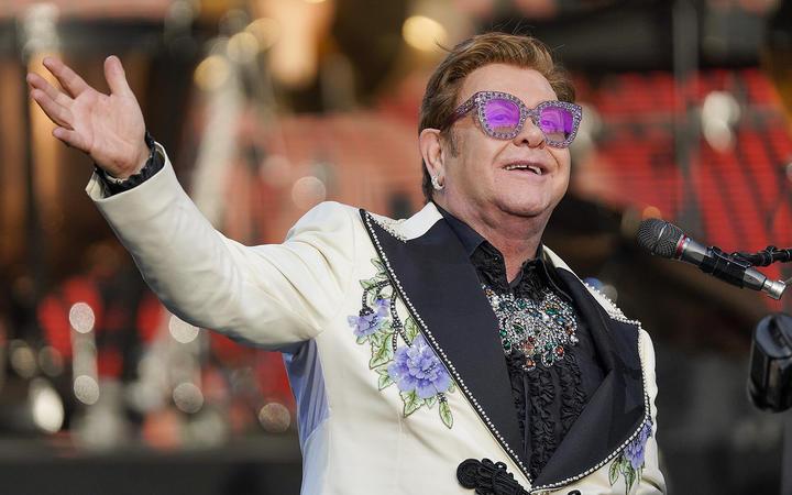 Elton John tells Auckland crowd: 'My voice is shot'