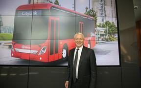 Mayor Phil Goff with an image of the electric bus.