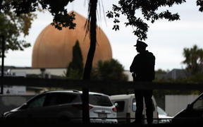 An armed policeman stands guard in front of the Masjid Al Noor Mosque in Christchurch on March 16, 2019. (Photo by MICHAEL BRADLEY / AFP)