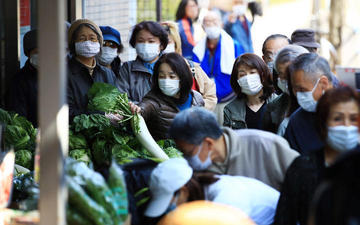 White House moves toward promoting face masks to fight coronavirus