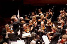 NZSO MusicDirectorPietariInkinen conductsNZSO Credit Patrycja Szwarczynska dpi sml