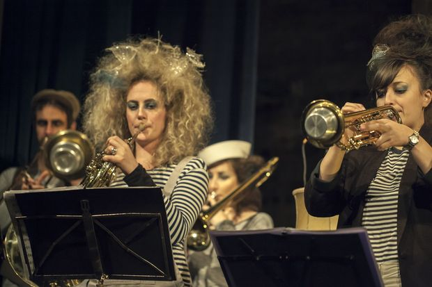 Emma Richards plays French Horn and fellow Blackbird Ensemble member Elizabeth Stokes on Trumpet courtesy of Laura Forest