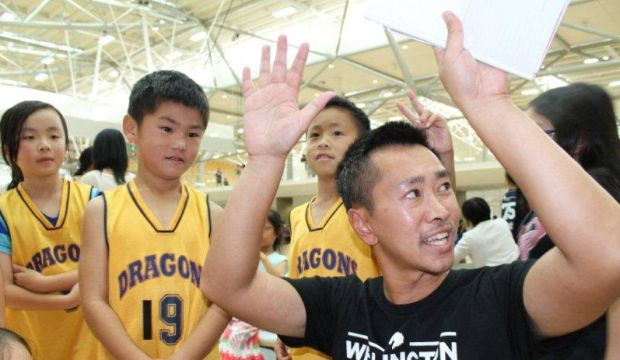 Coach briefs Dragon Miniballers