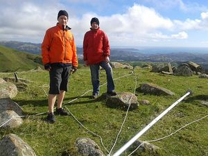 Mike Revell and Tony Bromley about to erect a 10-metre mast in the Belmont Hills
