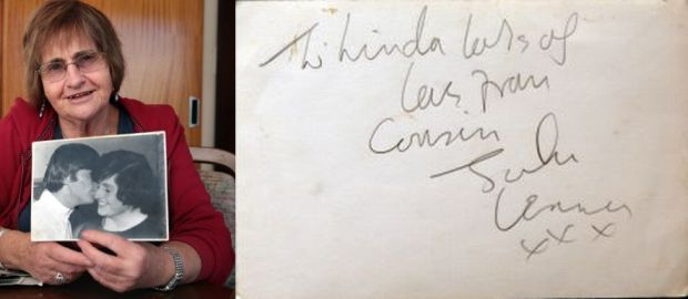 Lynda Mathews holding her photo with John Lennon and his autograph panorama Photos Diego Opatowski RNZ