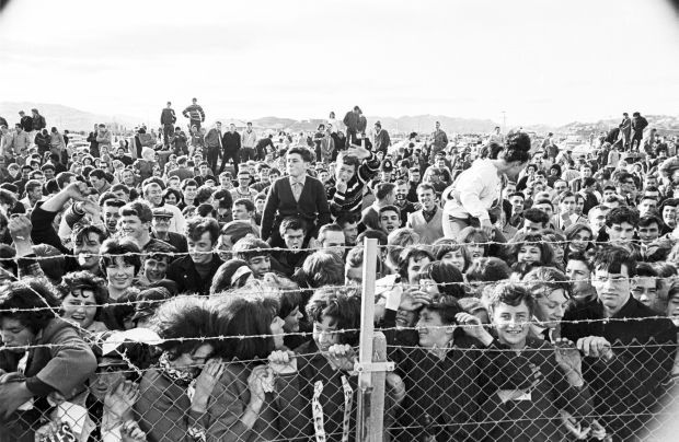 Crowd at Wellington Airport awaiting the arrival of The Beatles by Morrie Hill courtesy ATL