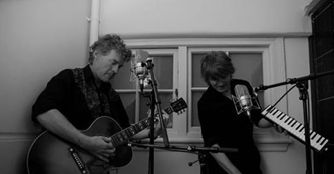 Neil Finn and Don McGlashan play Andy live at Roundhead