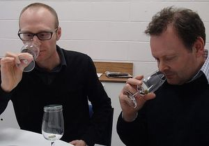 Graham Eyres and Phil Bremer sniffing the aromatic volatiles of hops pellets