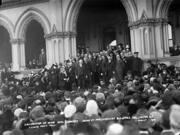 Politicians and a crowd outside Parliament Buildings upon the declaration of war with Germany