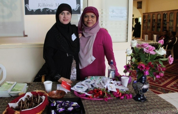Asma and her friend welcome at the entrance Open day