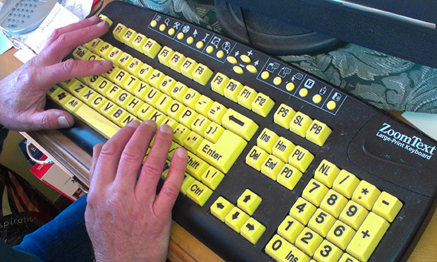 Keyboard designed for users with low vision