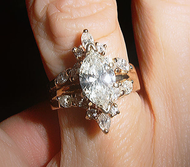 Diamond ring CC BY SA Azcolvin wiki