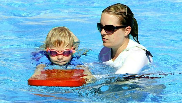 Swimming lesson PD pixabay