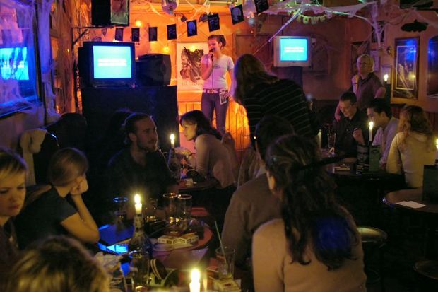 Karaoke in an Irish pup in Hamburg Photo CC BY Hinnerk R menapf