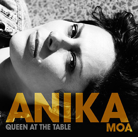 anika moa queen at the table