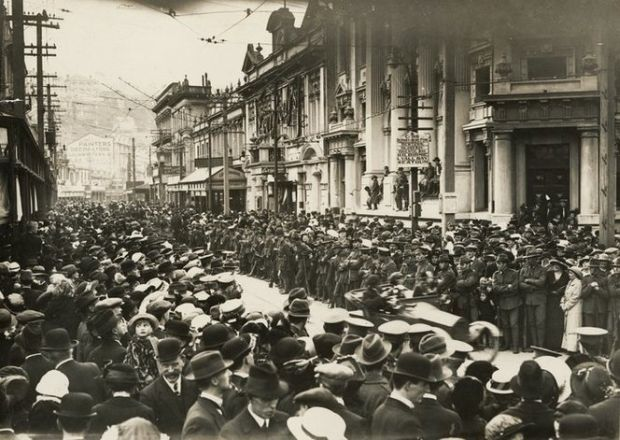 Crowd at a farewell procession Manners Street