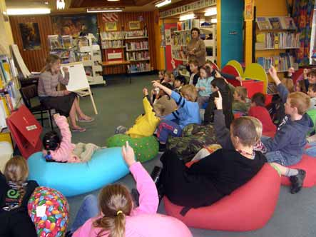 Ruth Paul reads to local school students at the Upper Hutt library.