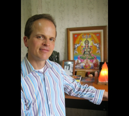 Past Life Regression practitioner Richard Holmes