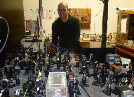 Maarten Hoogerland with the optical laser set-up in his physics lab