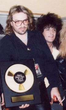 Alan Niven recieves the Ampex Golden Reel Award for Guns N' Roses - Appetite For Destruction.