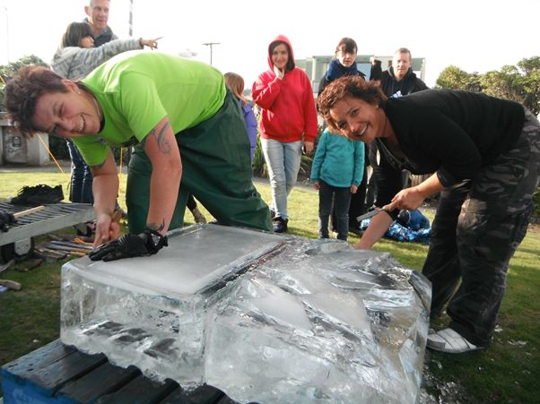 Carrie Burke and Jules Hunt ice carving at the Petone Winter Carnival